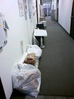 廊下占領中。