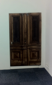 おまけ画像:本物のドアみたいですが、スキャンデータをプリントしたもの。オモシロイ!