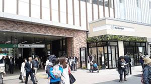 駅南口の様子。右手(東側)がnonowa国立の入り口