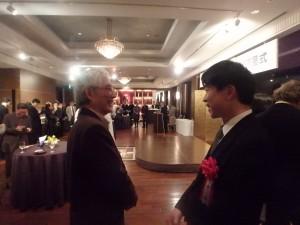 談笑される荒井先生と小石先生(左)