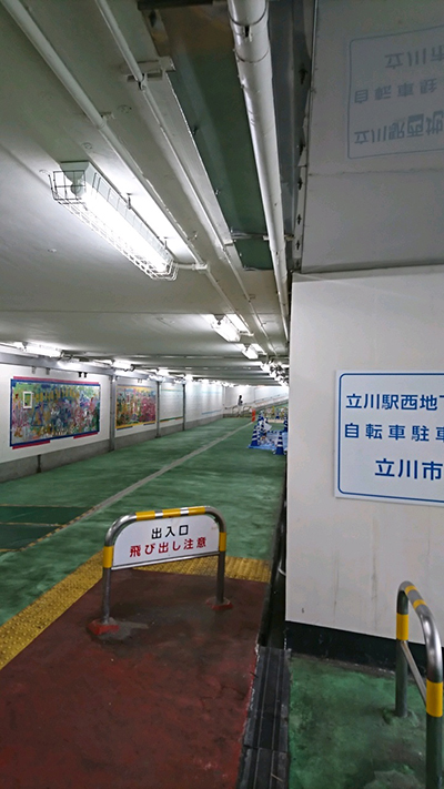 西地下道の様子(制作途中)